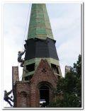 założenie podkładu papowego pod blachę miedzianą na wieży kościelnej